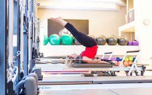 Pilates Reformer: esercizi per la mobilità della colonna e gli addominali