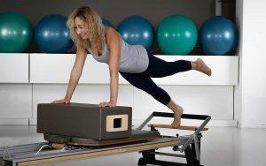 Pilates Reformer esercizi gambe e addominali